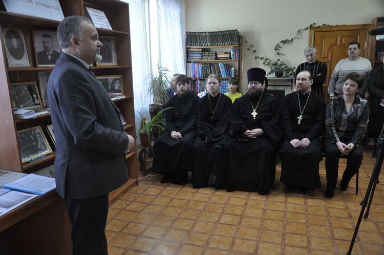 В Кораблинской центральной библиотеке состоялось открытие выставки, посвящённой памяти священномученика Михаила Чельцова